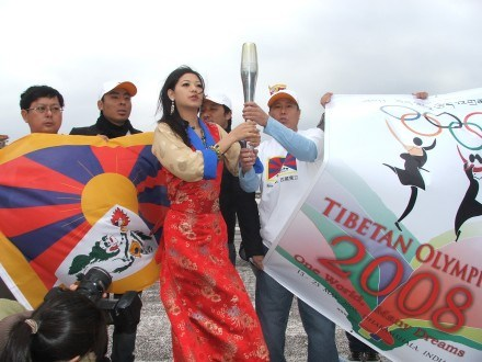 miss-tibet-olympic-torch